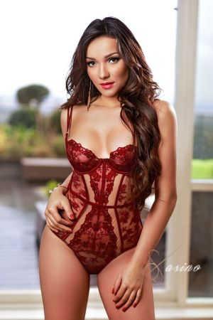Jussara escort brunette from Casino London Models